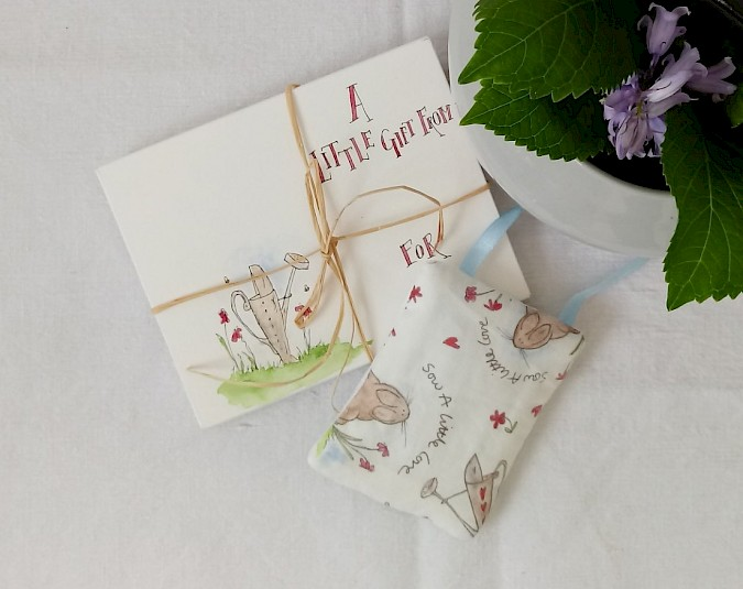 'Love To Garden' Fabric Hanging With Personalised Gift Envelope Photo 1
